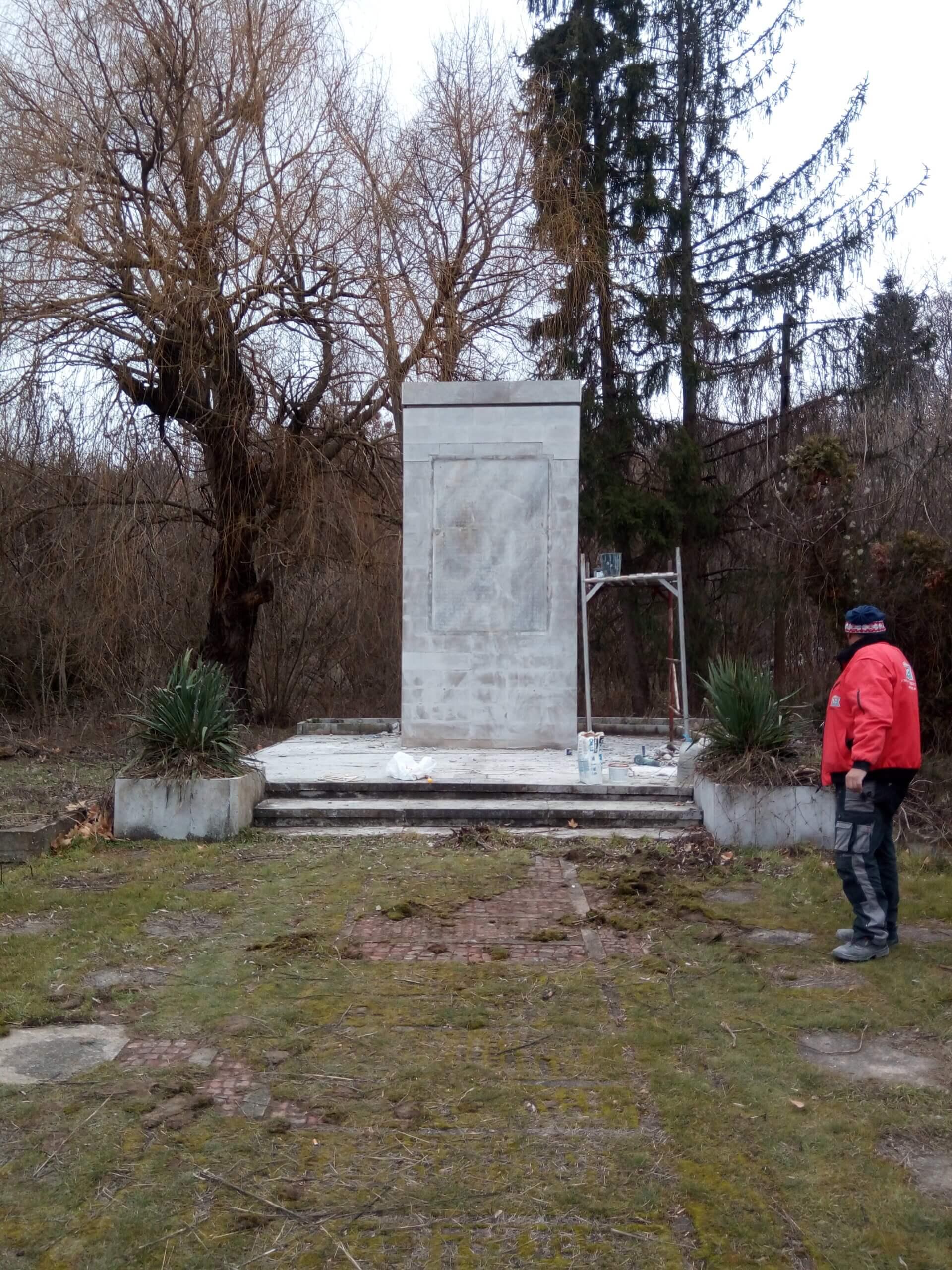 Ремонт на паметник с. Владиня